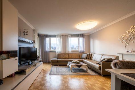 Familienwohnung mit West-Loggia und Top-Infrastruktur, 80937 München - Am Hart, Etagenwohnung