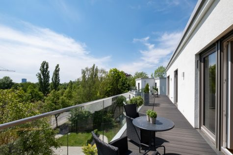 *VERKAUFT* Neuwertiges Penthouse mit umlaufender Dachterrasse in Parklage, 81927 München-Englschalking, Penthousewohnung