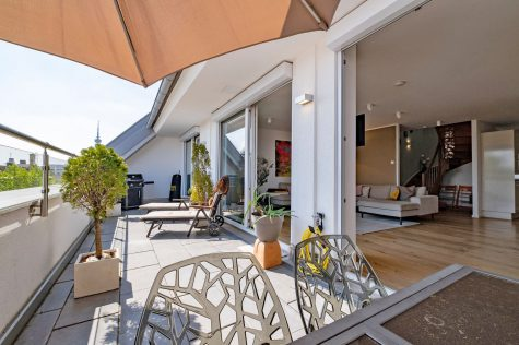 *VERKAUFT* Neuwertige Dachterrassen-Maisonette der Superlative, 80807 München-Petuelpark, Dachgeschosswohnung