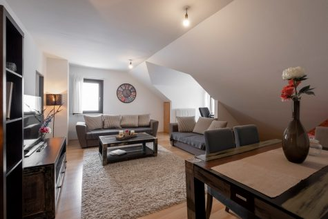 Gemütliche DG-Wohnung zwischen Schlosspark und Pasing-Arcaden, 81245 München-Obermenzing, Dachgeschosswohnung